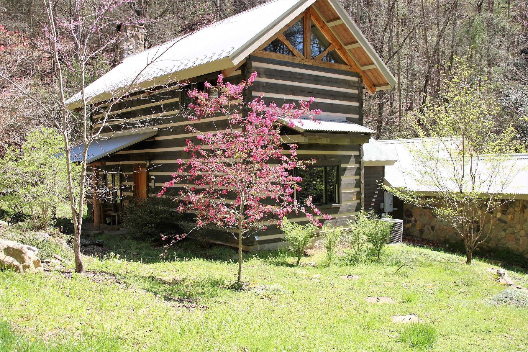 "LEATHERWOOD MOUNTAIN ARCHITECTURAL MASTERPIECE FOR SALE  IN WESTERN NORTH CAROLINA, ""CREEKSIDE CABIN"""