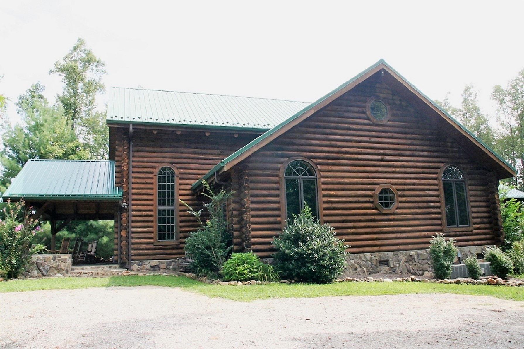 LEATHERWOOD MOUNTAIN LOG HOME FOR SALE WITH POND ON 55+ ACRES
